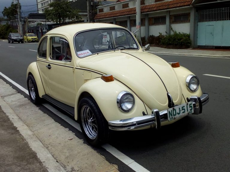 The cream finish really sets this VW Beetle 1300 S apart from everything else on the road…