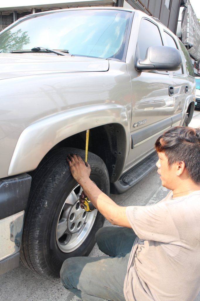 The mechanic found that the gap between the crest of the top wheel arches and the top of the rear wheels measured 7 inches.