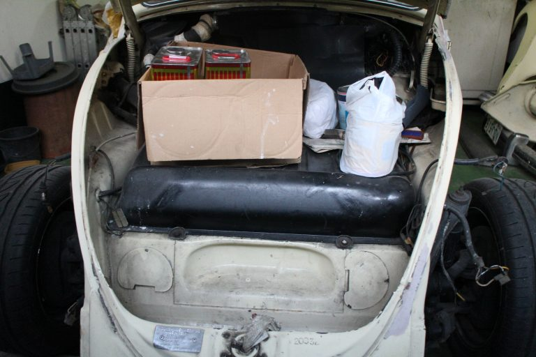 … and the paint and materials are kept in the trunk waiting for the painter's return.